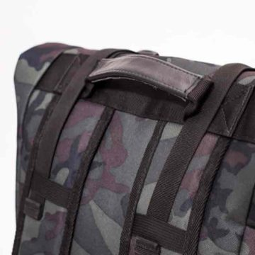 the-rolltop-backpack_07