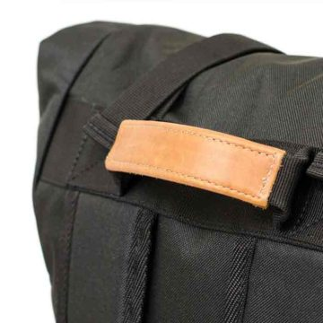 the-rolltop-backpack_carbon_06